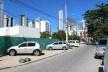 Calçada que se torna estacionamento<br />Foto Roberto Ghione
