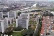 Vista aérea do Centro Empresarial, São Paulo. Ao lado, casario de classe média baixa<br />Foto Rein Geurtsen Workshop Rios Urbanos, 2003