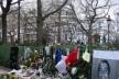 Homenagem a policial morto em 7 de janeiro de 2015 pelos terroristas que atacaram a redação do <i>Charlie Hebdo</i><br />Foto Henri Docquin  [Wikimedia Commons]