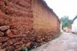 Muro de adobe em Goiás<br />Foto Luís Magnani