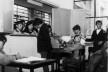"""Experiência de ensino vocacional, cantina gerenciada pelos alunos, 1969<br />Foto divulgação  [Documentário """"Vocacional, uma aventura humana"""", direção de Toni Venturi]"""