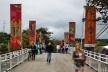 Flip 2011, ponte entre centro histórico e outro lado do rio, Paraty<br />Foto Nelson Kon