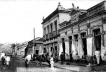 Figura 05 - Largo do Theatro. Década de 1910, loja de tecidos de imigrantes árabes, na rua Major Prado, uma das duas que compõem o eixo estrutural da cidade [Arquivo Ivan Claudio Domingues dos Santos]