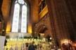 Área interna da Catedral de Liverpool, com loja e café<br />foto Ana Paula Spolon