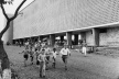 Crianças correndo em uma superquadra no dia da inauguração [Acervo Casa de Lucio Costa]