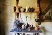 Potes e utensílios localizados na parte interna das edificações que chegam mais próximas ao presente, do período da guerra dos 80 anos<br />Foto Ana Carolina Brugnera / Lucas Bernalli Fernandes Rocha