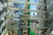 Corredor central do condomínio. Concurso Habitação para Todos. CDHU. Edifícios de 6/7 pavimentos - 2º Lugar. <br />Autores do projeto  [equipe premiada]