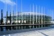 Pavilhão Atlântico, Lisboa, vista lateral com mastros. Arquiteto Regino Cruz + SOM<br />Foto Rui Morais de Sousa