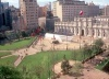 Praça da Constituição na frente do palácio de La Moneda, Santiago de Chile, 1985. Arqs. Undurraga & Deves<br />Foto Segre
