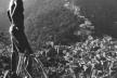 Michael e a paisagem. Favela da Rocinha, Rio de Janeiro<br />Foto divulgação  [Imagem da capa]