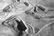 Figura 11 – Le Corbusier, Durand, 1933. As pequenas edificações acompanham a desenho natural do terreno, enquanto que os grandes blocos repousam em platôs horizontais [Le Corbusier – Suite de l´oeuvre complete 1929 – 1934, Zurich, 10ª ed., 1984, p. 160]