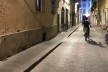 Trecho da Rota Acessível de Florença, calçada alargada e nivelada com rebaixo para travessia<br />Foto Larissa Scarano, 2018