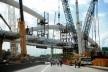 Arco de um viaduto do BRT Transcarioca em construção sobre a Avenida Brasil<br />Foto Tânia Rêgo  [Agência Brasil]