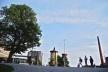 Outro aspecto do centro urbano com mobiliário, sinalização, jardins e arborização, alem de abrigo de ônibus<br />Foto Fabio Lima
