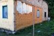 Parede externa de tijolos de adobe parcialmente substituídos por blocos de concreto estrutural, Distrito de Monsenhor Horta, Mariana MG, 2014<br />Foto Elio Moroni Filho