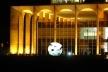 """Palácio do Itamaraty. Em primeiro plano, vê-se o """"Meteoro"""" de Bruno Giorgi e na varanda do Palácio: """"Duas amigas"""" de Alfredo Ceschiatti<br />Foto Eduardo Pierrotti Rossetti"""