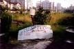 Viela e praça com placa<br />Foto Orlando Faya