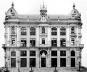 """Prédio """"padrão"""" Beaux-Arts da Avenida Central [Catálogo Registro Fotográfico de Marc Ferrez da construção da av. Rio Branco, 1903-1906, p]"""