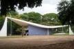 Igreja Nossa Senhora de Fátima, projeto de Oscar Niemeyer e painel de azulejos de Athos Bulcão, Brasília DF Brasil<br />Foto Josué Marinho  [Wikimedia Commons]