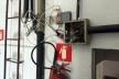 Instalações elétricas e antenas, em condições irregulares a norma de manutenção de edifícios (ABNT/NBR 5674), Interior do edifício Rizkallah Jorge, 2016<br />Foto Luiz Fernando de Azevedo Silva