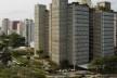 """Edifício São Luiz, sede da Promon, São Paulo. Arquiteto Marcello Fragelli<br />Foto Nelson Kon  [FRAGELLI, Marcelo. """"Quarenta anos de prancheta""""]"""