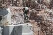 El descuartizamiento del monumento a Colón en Buenos Aires<br />Foto divulgación