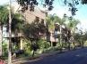 Adensamento adequado a bairros de habitação unifamiliar. Convivência tranqüila entre o antigo e o novo. Excelente drenagem urbana e manutenção do verde. Permanência da configuração espacial da rua. Uma casa é substituída por 4 ou 6 apartamentos