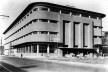Instituto do Cacau, fachadas principal e lateral, com seus cantos arredondados e basculantes fixos