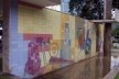 """Monumento a José Inácio Peixoto, painel """"As fiandeiras"""" de Candido Portinari, executado em azulejos vitrificados por Américo Braga, Cataguases, 1956<br />Foto Marcia Poppe, 2003"""