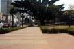 Oficina de desenho urbano MCB, ilha central da avenida Faria Lima: espaço qualificado, mas não utilizado, São Paulo, 2011<br />Foto Lucas Lavecchia e Paulo Scheuer