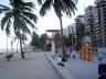 Figura 03 – Apartamentos de luxo na praia de Boa Viagem<br />Foto Luiz Amorim, 2004