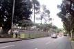 O entorno da praça Campo Grande ocupado por camarotes que fazem a calçada sumir. O circuito Osmar começa aqui<br />Foto Volha Yermalayeva Franco