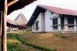 Figura 17 – Casa Lar, mostrando a fachada leste. Notar reentrância na parede para captação das brisas<br />Foto Mirian Keiko Ito Rovo