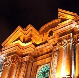 Fachada maneirista com iluminação noturna<br />Fotos Abilio Guerra e Silvana Romano Santos