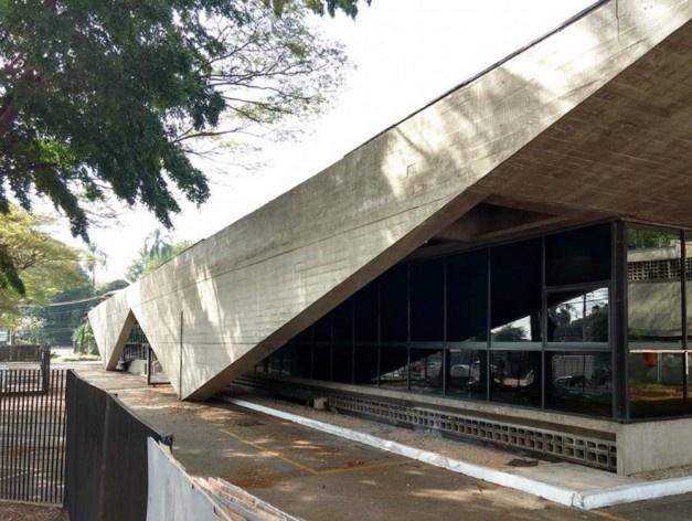 Antiga Agência Butantã do Banespa, Avenida Professor Francisco Morato 365, Butantã, São Paulo. Arquitetos Ruy Ohtake e Alfred Taalat, 1978<br />Foto Lucas Frazão