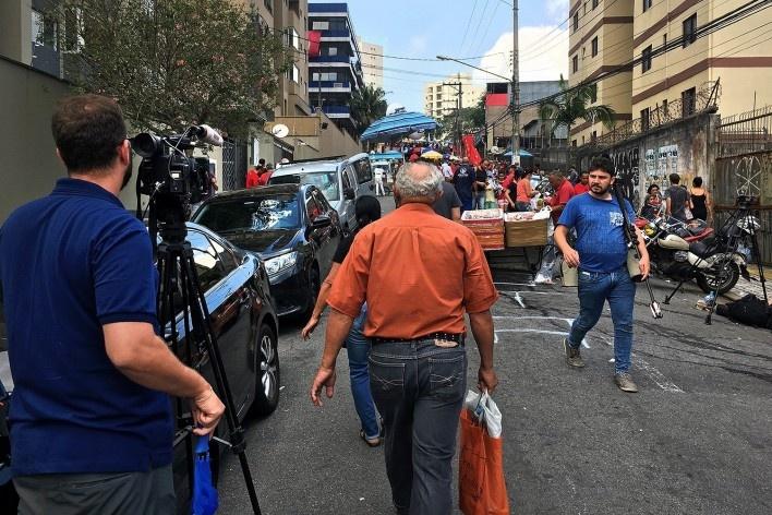 Imprensa trabalhando nas imediações do Sindicato de Metalúrgicos do ABC, São Bernardo do Campo<br />Foto Abilio Guerra