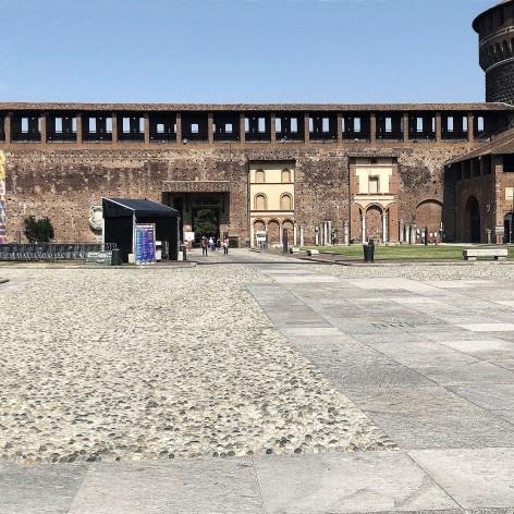 Rota acessível com piso nivelado no Castelo Sforzesco, Milão<br />Foto Larissa Scarano, 2018