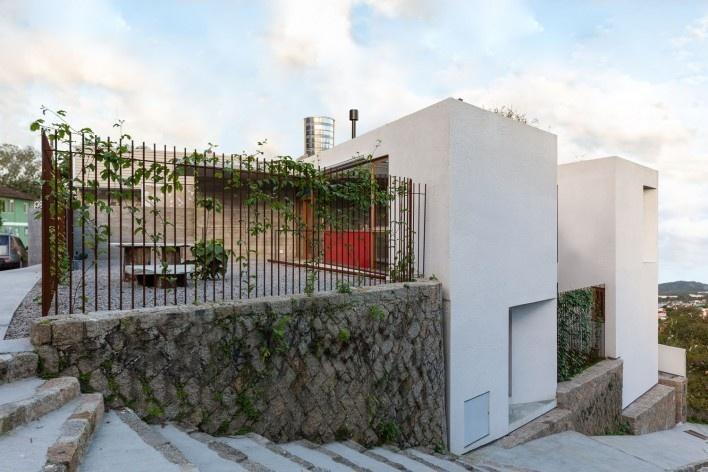 Casa da Lagoa, Florianópolis SC Brasil, 2019. Arquitectos Francisco Fanucci y Marcelo Ferraz / Brasil Arquitetura<br />Foto/Photo Eduardo Beltrame
