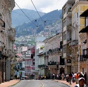 As altas montanhas são vistas em qualquer ponto da cidade<br />Fotos Abilio Guerra e Silvana Romano Santos