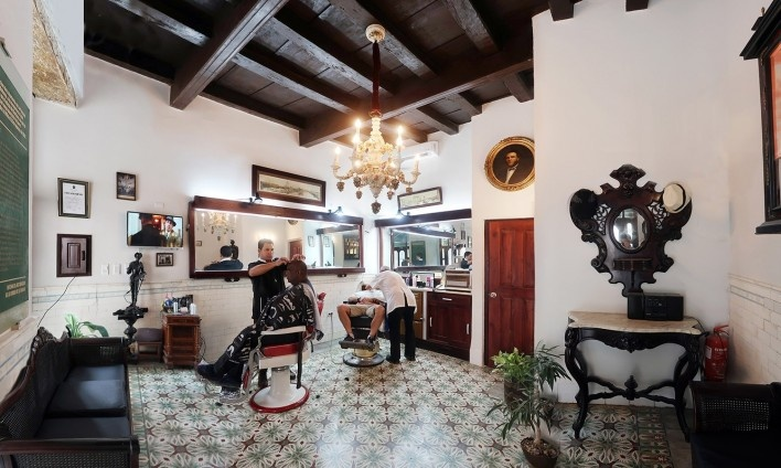 Barbearia Calle Obispo, Habana Vieja, Cuba<br />Foto Victor Hugo Mori
