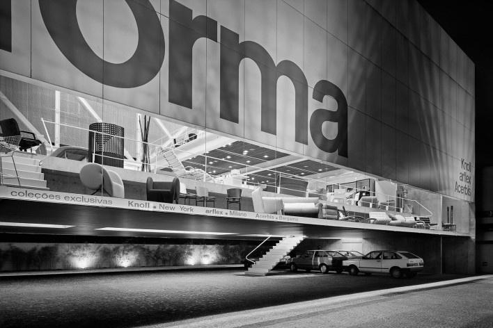 Loja Forma, vista externa. Arquiteto Paulo Mendes da Rocha<br />Foto Nelson Kon