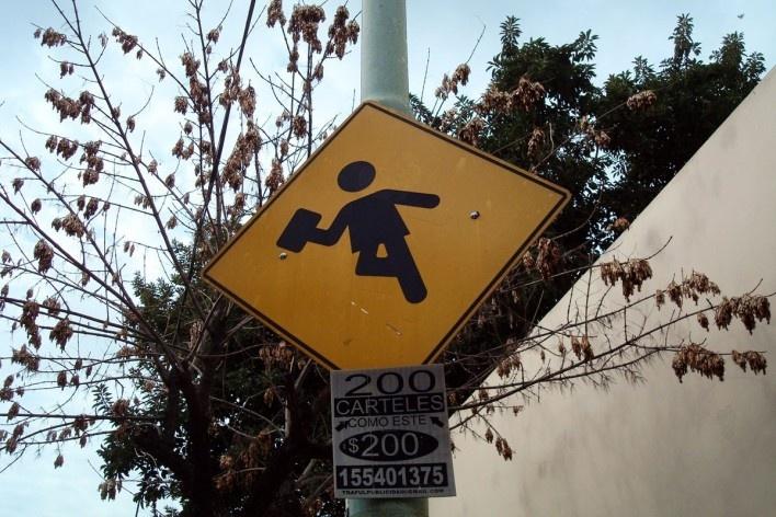 Placa em Buenos Aires, Argentina<br />Foto Michel Gorski