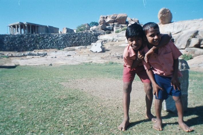 Escolares, Hempi, Índia<br />Foto Fabricio Fernandes
