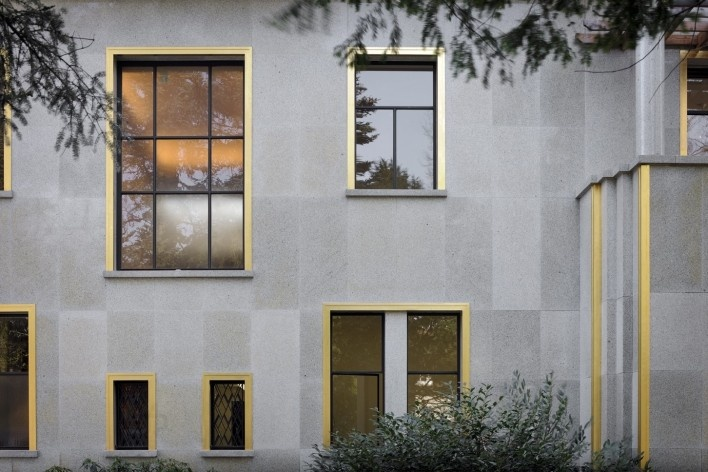 Detail of the side facade of the Villa<br />Foto Georges de Kinder  [Ma² - Metzger and Partners Architecture]