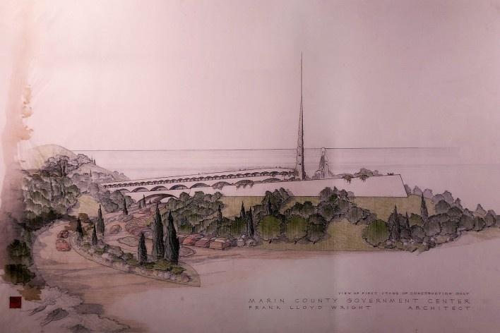 "Marin Conty Government Center, na California, 1957, Frank Lloyd Wright, mostra ""The Human Insect: Antenna Architectures 1887-2017""<br />Foto Ana Tagliari / Wilson Florio, 2018"
