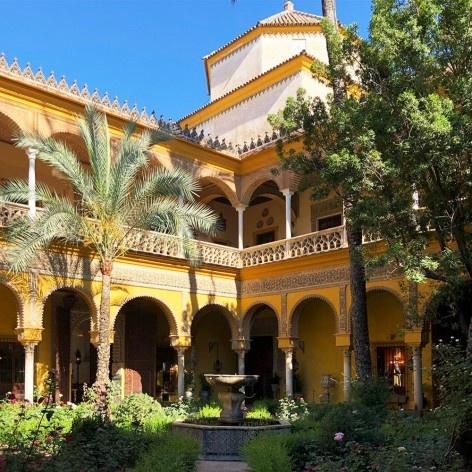 Pátio interno do chamado Palácio de Dueñas, séculos 15 e 16, sede desde 1612 da Casa de Alba, Sevilha<br />Foto José Lira