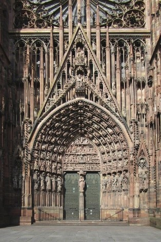 Detalhe da fachada e portas de entrada da Catedral de Notre-Dame de Strassbourg<br />Foto Victor Hugo Mori