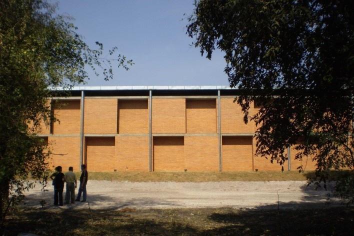 Cootrapar – cooperativa de trabajadores de aceros del paraguay. Exterior, modulo Z, salon de eventos. Arq. Luis Alberto Elgue y Arq. Cynthia Solis Patri. Villa Hayes, Paraguay. 2007 – 2008.
