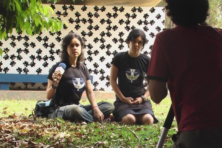 Lana Guimarães (à esquerda) durante o projeto<br />Foto Peter Brower