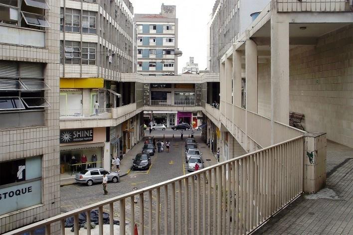 Centro Comercial do Bom Retiro, vista da varanda superior, São Paulo. Arquiteto Lucjan Korngold<br />Foto Abilio Guerra